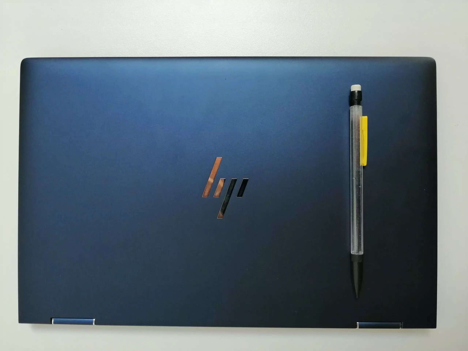 HP elite dragonfly - comparaison crayon
