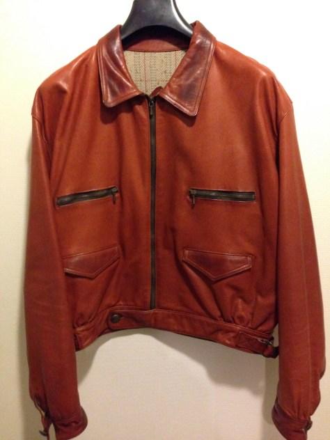 DUFFERは、クラシックなモチーフのレザーアイテムにも定評があった。このジャケットは凝ったデティールが特徴的だが、今着るには着丈がやや短め。