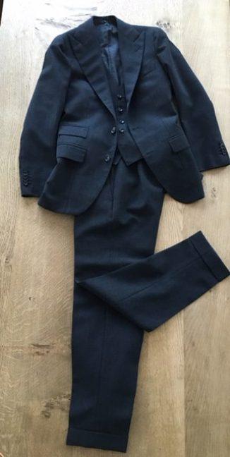 英国的な生地とスタイルをナポリのサルトで仕上げたスーツ