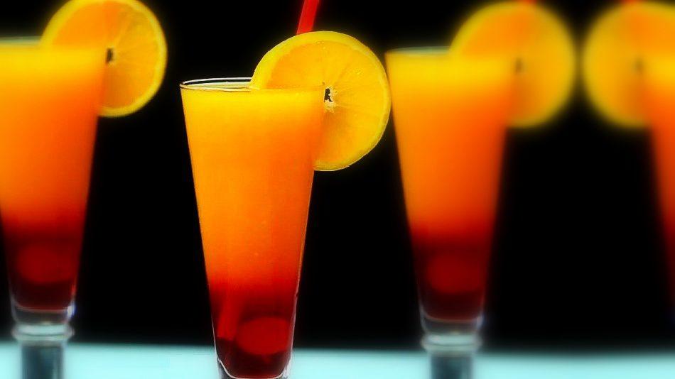 De seguro nunca escuchaste hablar de este trago, pero su exquisito sabor te sorprenderá. Al igual que el tequila Sunrise, los colores del Armageddon nos recuerdan al fuego. Aprende cómo hacerlo.