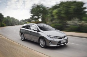 Auris_Touring_Sports_EXT_08_DPL_2013__mid