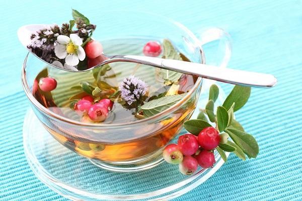 Amit a fű egy magányos lap. Milyen hasznos lingonberry elhagyja? Recept az ödéma