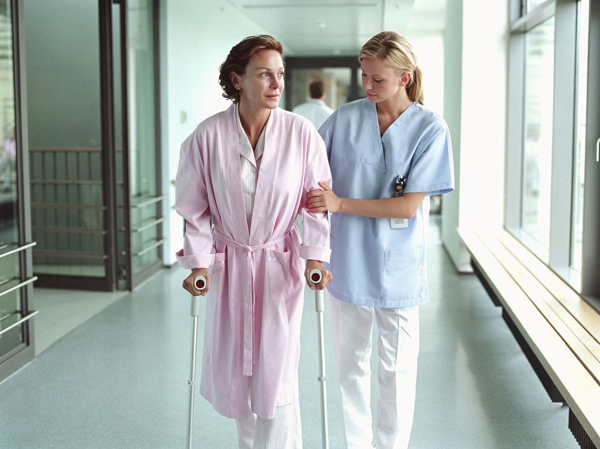 Когда сломано бедро. Операция при переломе бедра: целесообразность хирургического вмешательства, возможные осложнения и последствия
