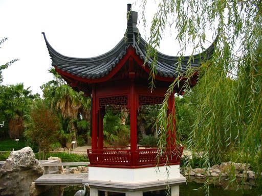 jardin avec temples asiatiques
