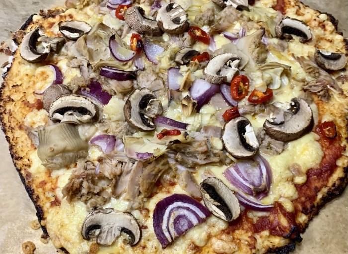 KETO Pizza aus Blumenkohl