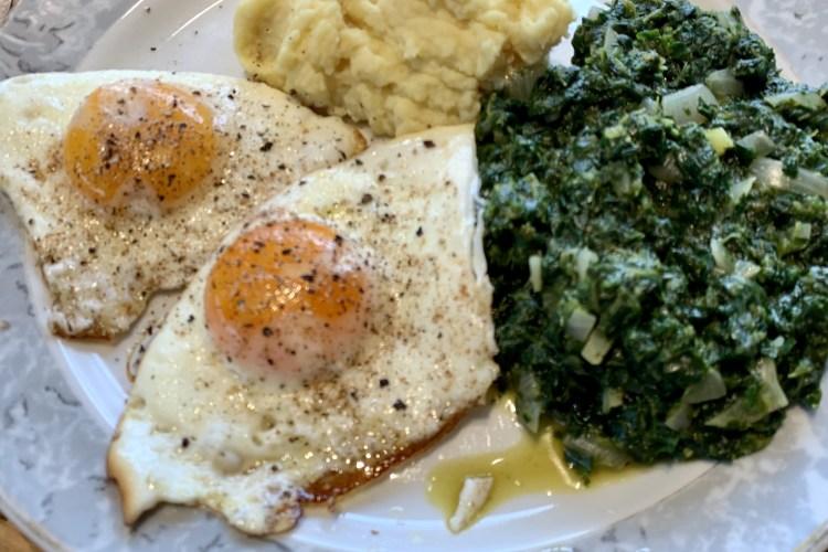 Spinat mit Kartoffelbrei und Spiegelei