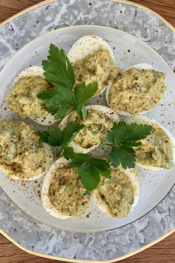 Gefüllte Eier mit Avocado