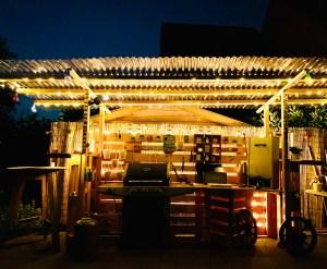 Grillunterstand bei Nacht