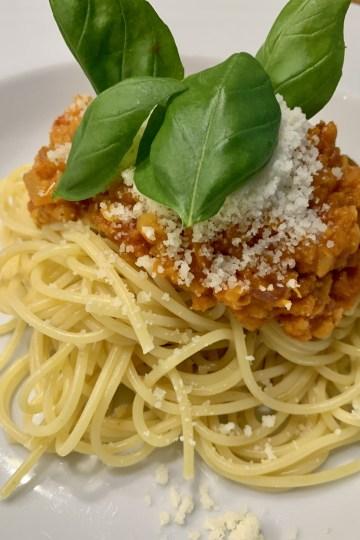 Spaghetti mit Rote-Linsen-Bolognese