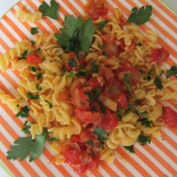 Red lentils pasta with a classical chillie-tomato sauce