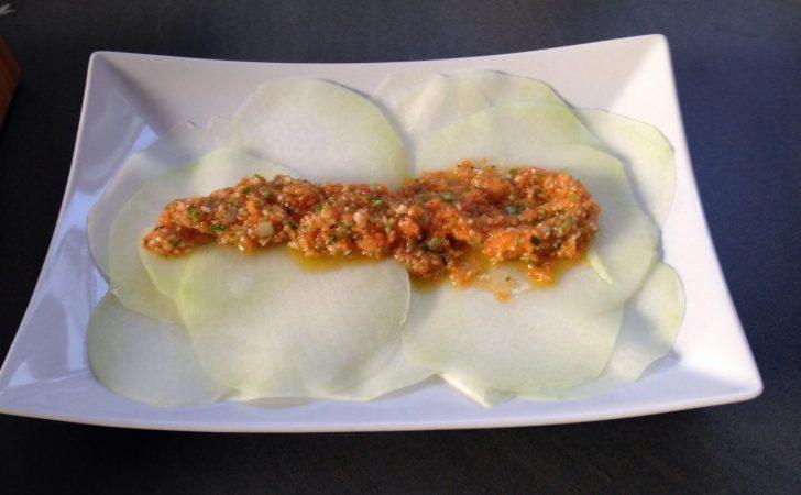 Kohlrabi Carpaccio mit Gemüse-Dressing