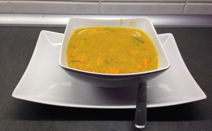 Süßkartoffel Kichererbsen Suppe mit Zitronengras und Cashewkernen