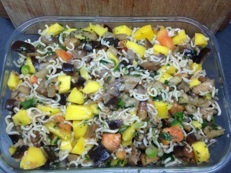 Asia Nudeln mit Mango, Papaya und Auberginen