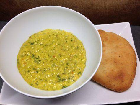 Linsen Dal mit Naan Brot