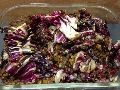 Linsen Salat mit Radicchio, Walnüssen und Kurkuma Chili Honig