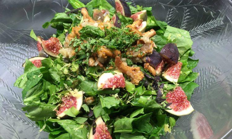 Spinatsalat mit gebratenen Pfifferlingen, Feigen und Minze