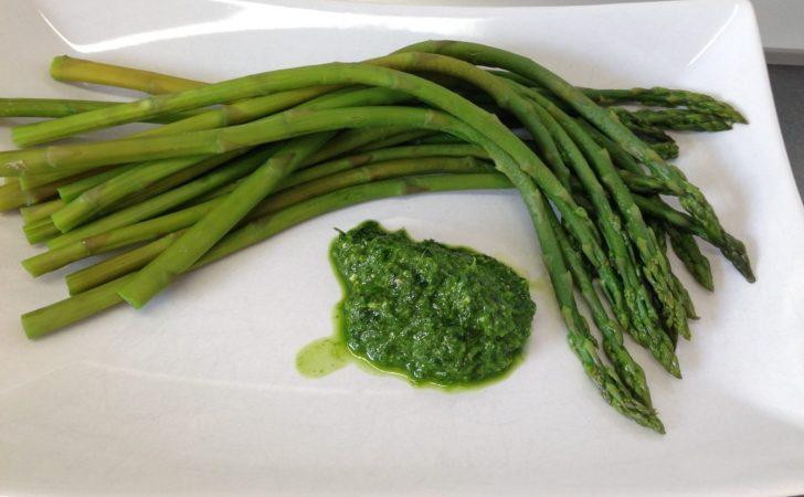 Grüner Spargel mit Bärlauchpesto
