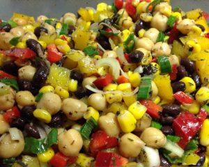 Marinierter Auberginen Paprika Kichererbsen Salat