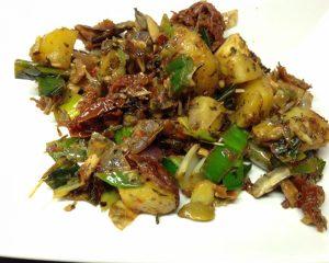 Gebackene Kartoffeln mit Lauch, getrockneten Tomaten mit Mandeloliven und Radicchio
