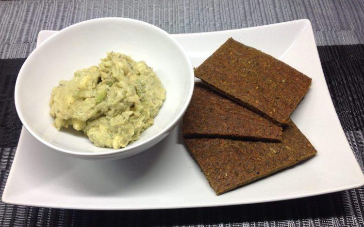 Rohkost Brot mit Avocado Dip mit Banane und Tahini