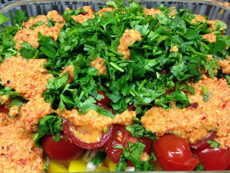 Papaya Salat mit Chili, Paprika und Avocado