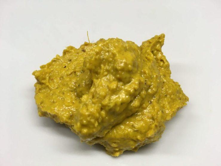 Cremige Curry Sauce mit Tahini und Datteln
