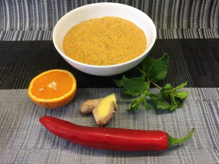 Bananen Erdnuss Dip mit Ingwer, Chili, Orange und Minze