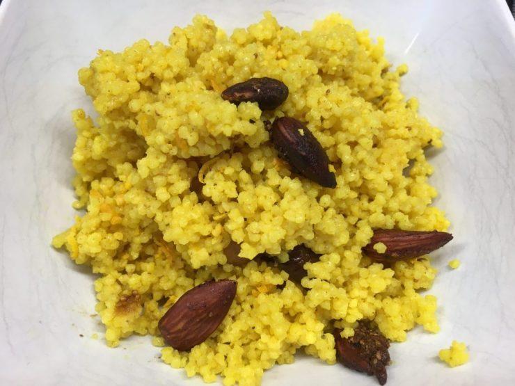 Gewürz Couscous mit Feigen und Mandeln