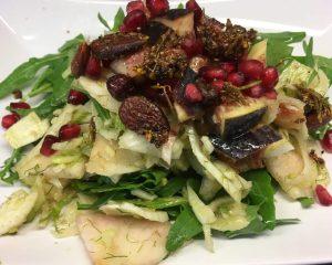 Fenchel Salat mit Feigen, Birne, Rucola, Mandeln und Granatapfelkernen