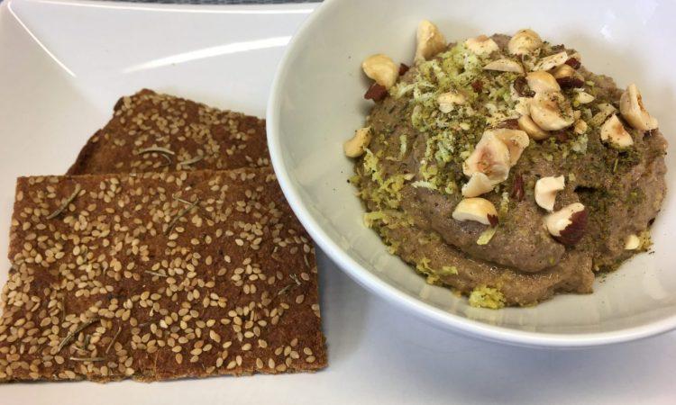 Rote Bete Hummus mit Haselnüssen und Za'atar