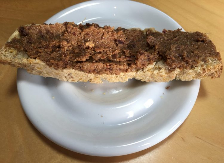 Kokosnuss Maisbrot mit Cranberry Mohn Paste