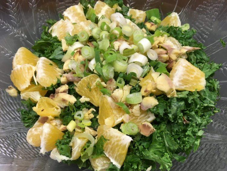 Grünkohl Salat mit Maronen und Orangen