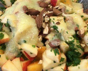 Apfel Kaki Salat mit Birnen-Ingwer-Dressing, Mandeln und frischer Minze