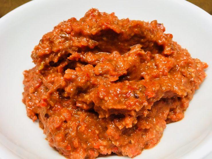 Paprika Chili Dip mit Datteln