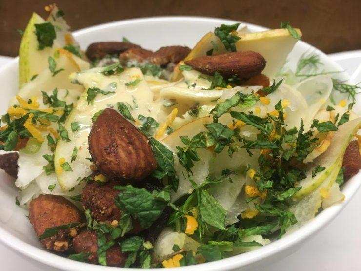 Birne Fenchel Salat mit Dukkah Mandeln