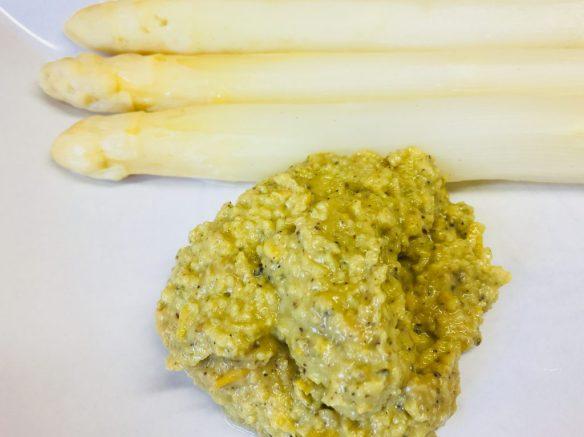 Spargel mit Paprika Avocado Tahini Creme