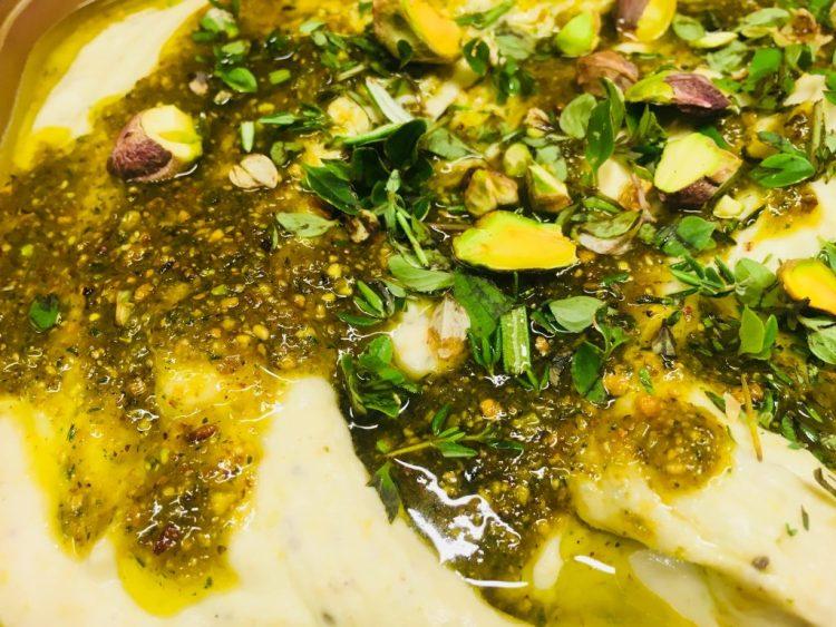 Weiße Bohnen Dip mit Thymian Pistazien Pesto
