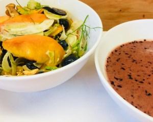 Fenchel Salat mit Pfirsich, Walnüssen und Heidelbeer Miso Dressing