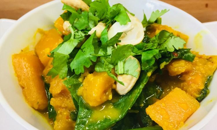 Kürbis Curry mit Spinat und Datteln