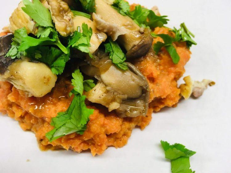 Süßkartoffel Püree mit Pilzen und Maronen