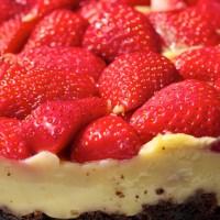 Super saftiger Schoko-Vanillepudding-Erdbeerkuchen