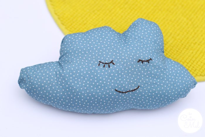 Quick & Easy Crafts -  Small Cloud Cushion