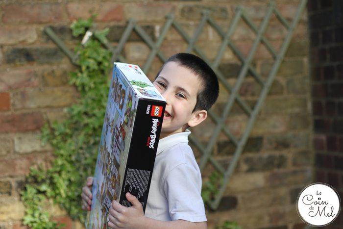 Sunshine, Kinder Bueno Milkshakes, Play Dates & LEGO® - Happy boy