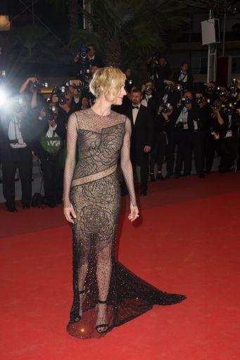 diane-kruger-on-red-carpet-in-the-fade-screening-in-cannes-05-26-2017-4[1]