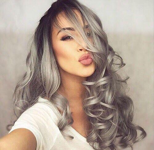 Couleur grise sur cheveux