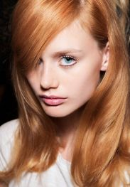 une autre tendance coloration vous attend: Strawberry blond, le coloriste