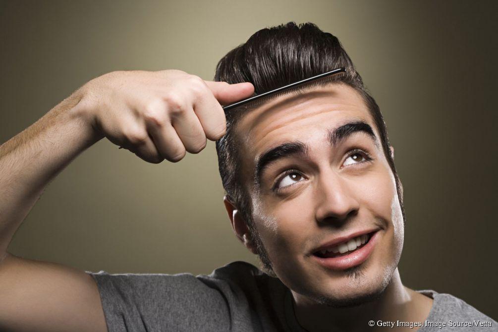 coiffure de jeune homme portrait duun beau jeune homme modle de mode avec la coiffure moderne. Black Bedroom Furniture Sets. Home Design Ideas