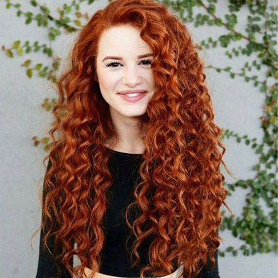 5 ways to pump your curly hair le coloriste - Formation Coloriste