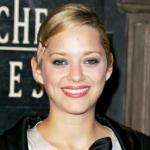 Marion Cotillard changes her hair color and dares blond, lecoloriste