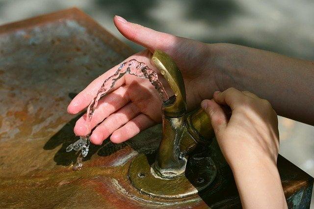 Acqua potabile rubinetto